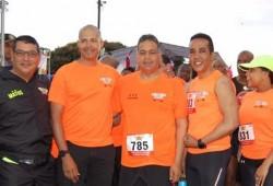 Participan 1,600 deportistas en la carrera del MIDE para honrar al patricio Sánchez