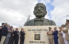 MIDE develiza bustos Padres de la Patria y Escudo Nacional en Plaza...