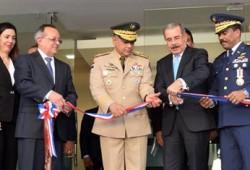 Ministro de Defensa asiste a la inauguración de obras aeroportuarias